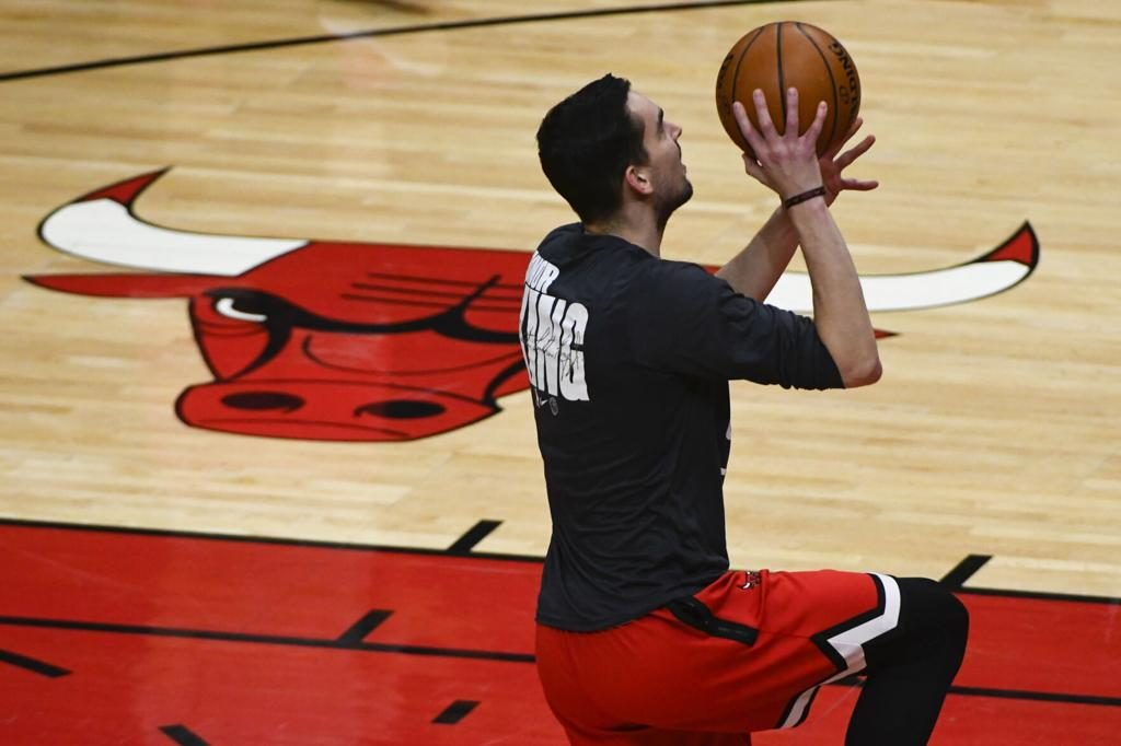 Bulls beat Rockets 125-120; Oladipo solid in Houston debut