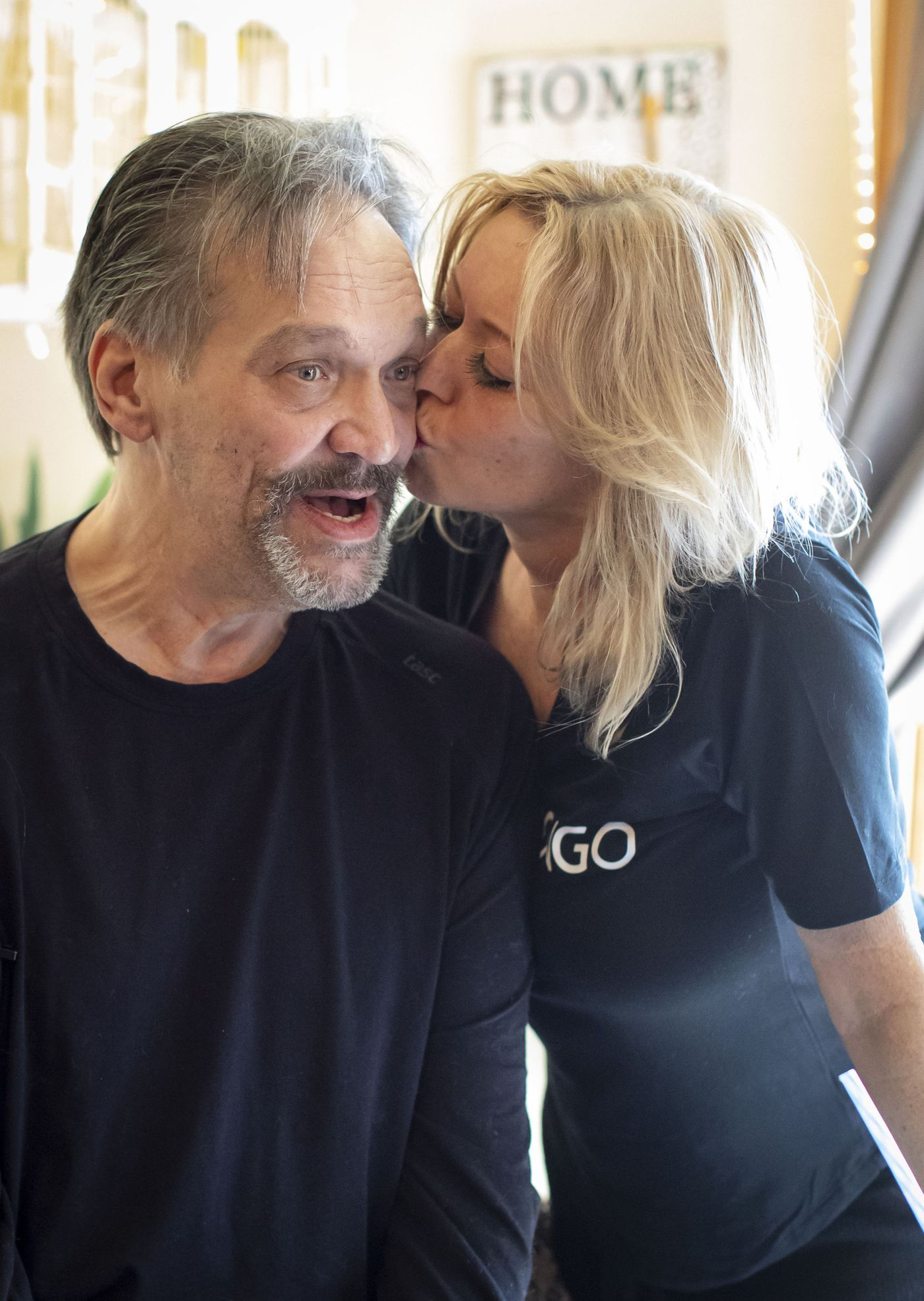 Former Chicago Bears player Steve McMichael gets a kiss from his wife Misty on April 22, 2021 at their Romeoville home.