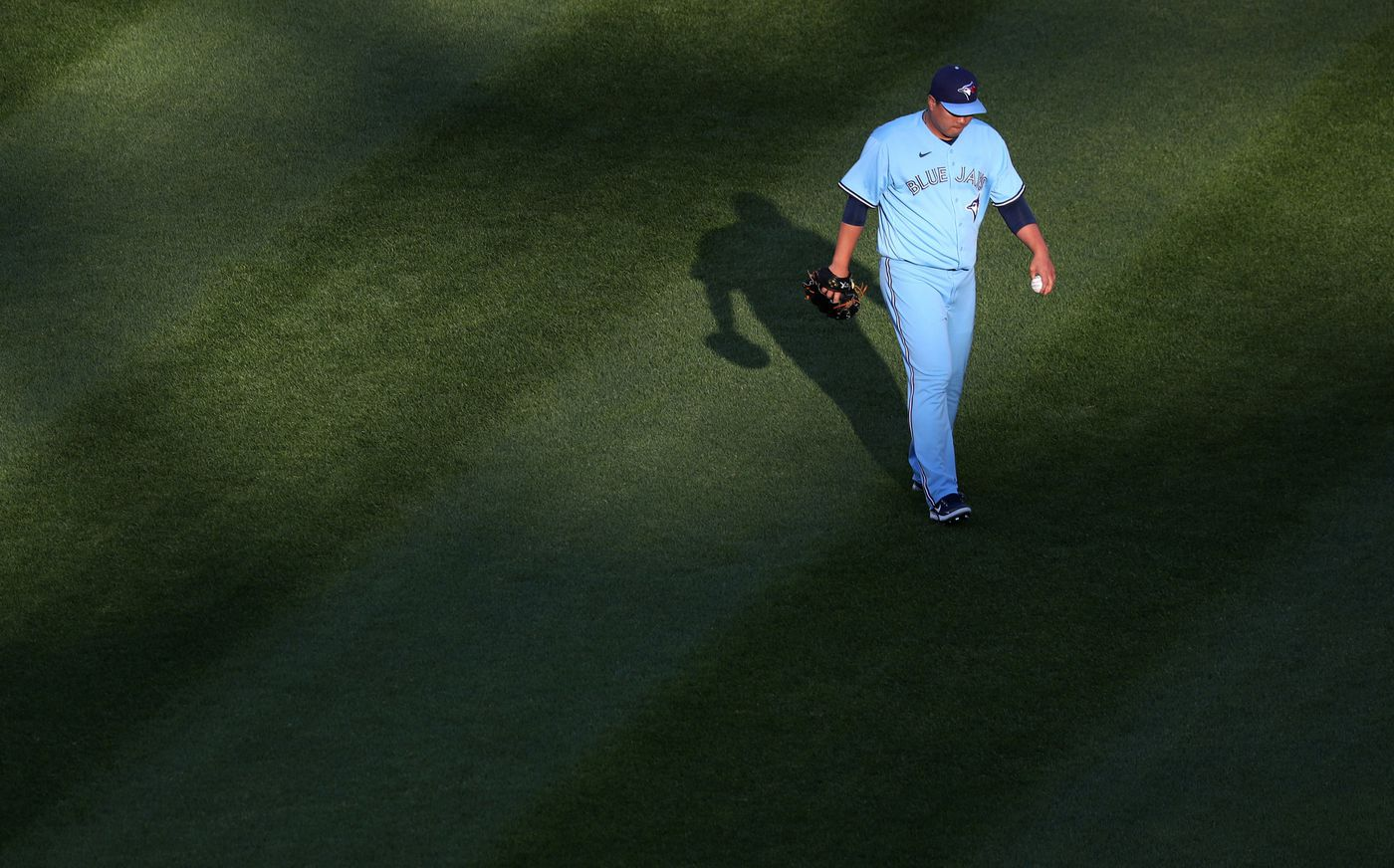 Blue Jays starting pitcher Hyun Jin Ryu warms up in the outfield before facing the White Sox on June 10, 2021, at Guaranteed Rate Field.